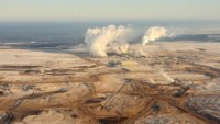 Canadians overestimate economic impact of oilsands: survey