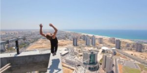 Man Tries to Do Backflip on 40th Floor