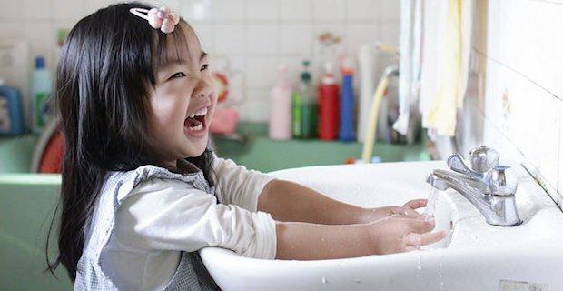 girl, washing hands