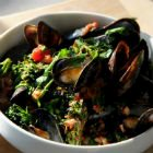 Mussels with Chunky Tomato and Broccoli