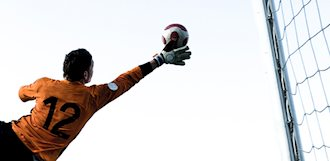 How To Choose the Right Goalie Gloves: Source For Sports