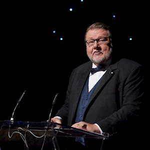 Host Ben Heppner, Centre Stage 2017. Photo by Michael Cooper
