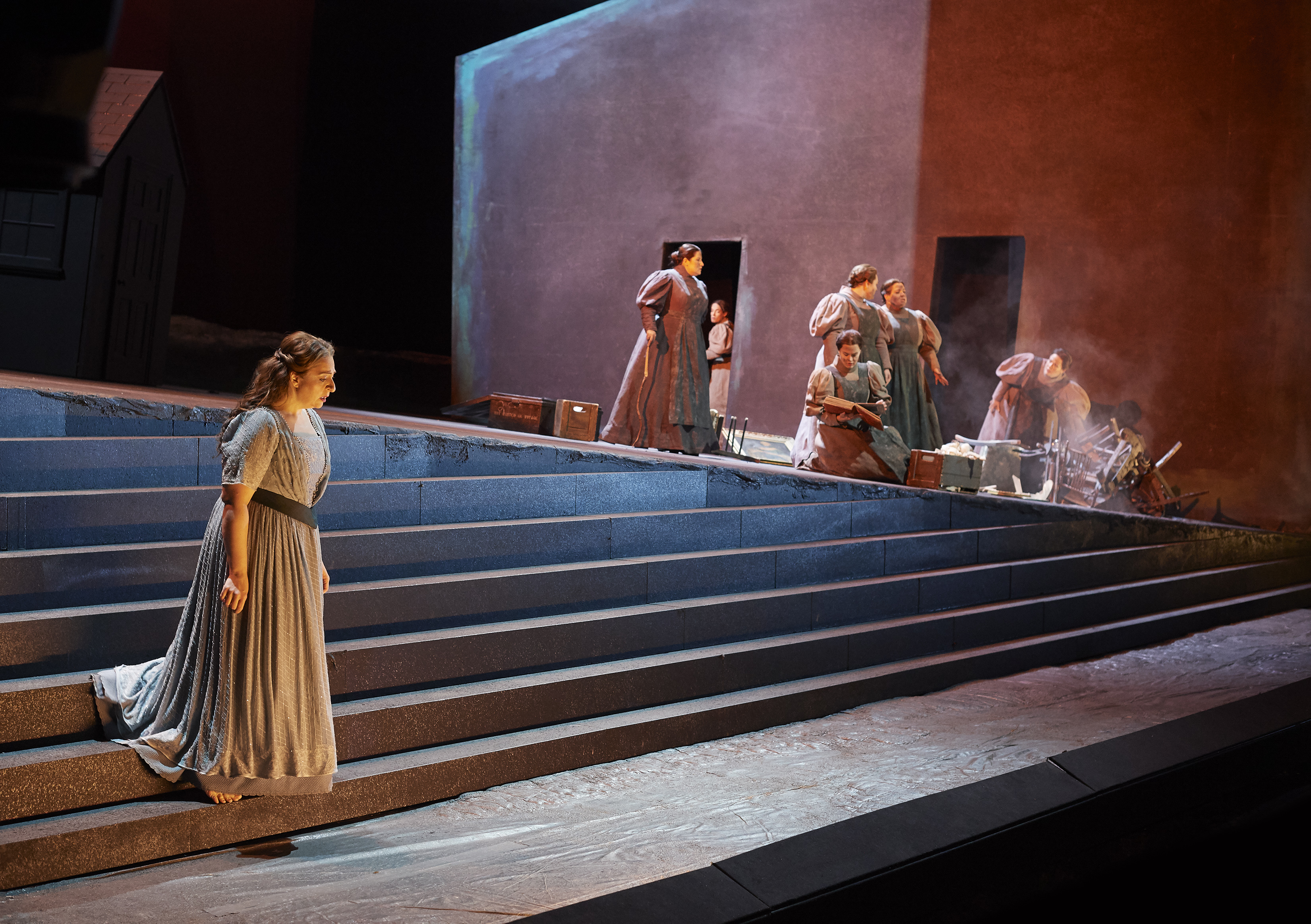 Christine Goerke as Elektra (at left) in a scene from the Canadian Opera Company's production of Elektra, 2019. Conductor Johannes Debus, director James Robinson, associate director Omer Ben Seadia, set designer Derek McLane, costume designer Anita Stewart, and lighting designer Mimi Jordan Sherin. Photo: Michael Cooper