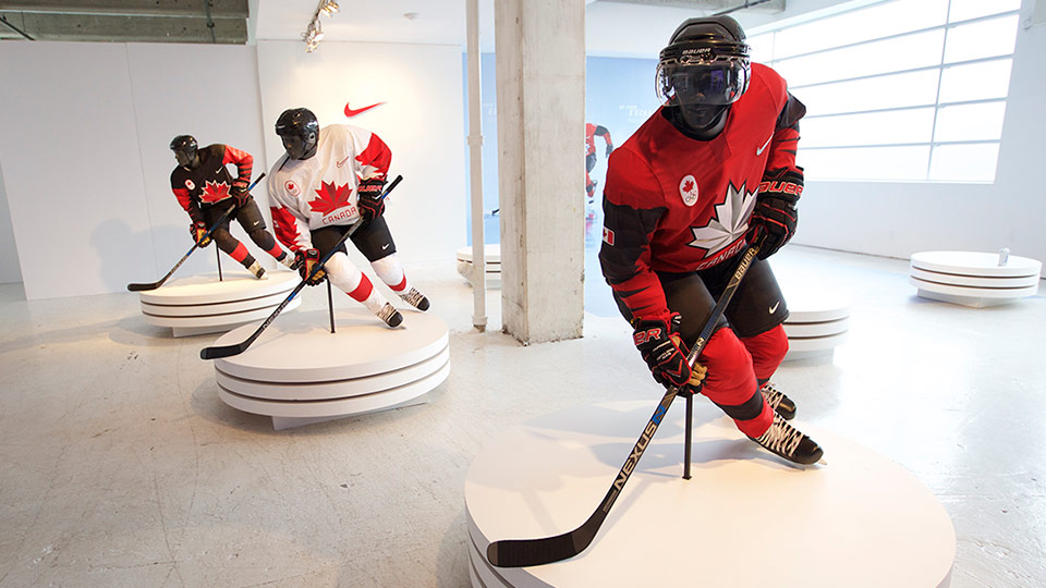 2018 oly jerseys blk wht red mannequins??w=640&h=360&q=60&c=3