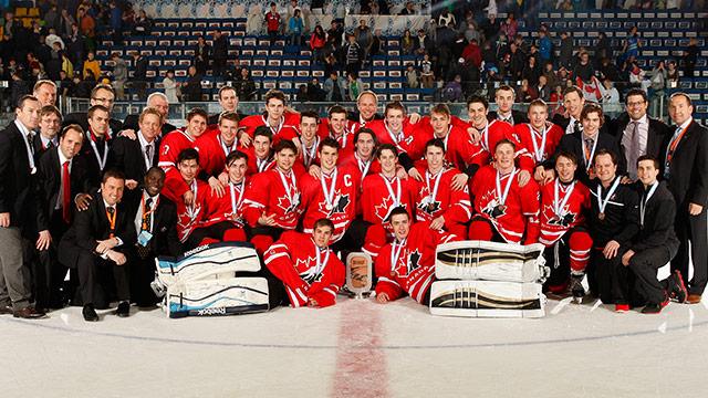2014 wu18c apr27 bronze team photo 640??w=640&h=360&q=60&c=3