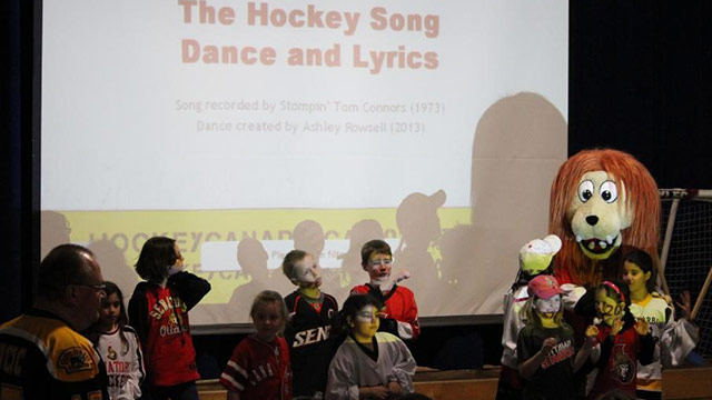 robert batman school kids hockey song 640??w=640&h=360&q=60&c=3