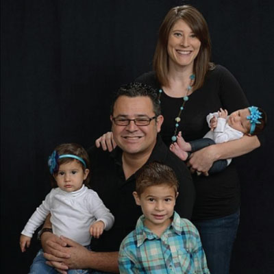 KCU Alum Miguel Hernandez with Family