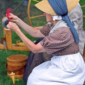 woman_making_yarn
